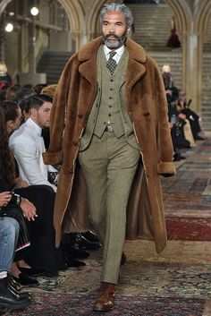 See the Photos from Ralph Lauren's Fall 2018 Runway Show Guarda le foto della sfilata di autunno 2018 di Ralph Lauren Fashion Moda, Mens Fashion, Fashion Menswear, Fashion Hats, Fashion Outfits, Ralph Lauren Style, Comme Des Garcons, Gentleman Style, Central Park
