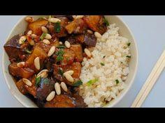 Hoy toca uno de esos platos que los ves terminados y parecen muy complicados, pero nada más lejos de la realidad. Os enseñamos todos los trucos para hacer unas berenjenas al estilo chino, acompañadas de arroz y que váis a querer preparar una y otra vez.