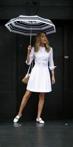 white cotton sheath knee length dress with tuxedo collar and pleats, woven straw summer bag, white loafers with black and white grosgrain ribbon strip, black and white striped umbrella // j. crew, goop label by gwyneth paltrow, rag & bone Nyc Fashion, Womens Fashion, Fashion Trends, White Outfits, Classic Outfits, Look Chic, Formal, Spring Outfits, Fashion Dresses