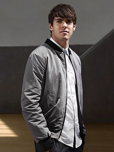 kaka Ricardo Kaka, Best Player, Soccer Players, Milan, Hot Guys, How To Look Better, Bomber Jacket, Celebrities, Sports