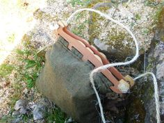 Rekonstruktion einer Tasche mit Holzbügeln (vgl. F. Westphal - Die Holzfunde von Haithabu. Die Ausgrabungen von Haithabu, Band 11)