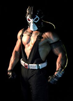 Character: Bane / From: DC Comics 'Batman: Vengeance of Bane' / Cosplayer: Unknown Comic Con Cosplay, Bane Cosplay, Superhero Cosplay, Dc Cosplay, Bane Batman, Batman Comics, Dc Comics, Super Hero Costumes, Cool Costumes