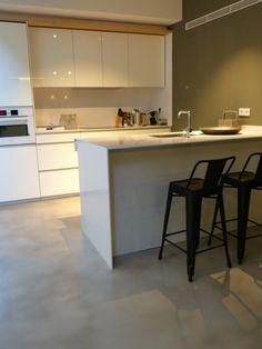 pared de microcemento y suelo de microcemento especial para cocinas, tendencia en decoración para 2016