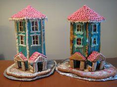 Teen joululahjaksi kummilapsillemme piparijutun. Vuonna 2010 ajattelin tehdä muumitalon. Ensimmäinen vedon on kuvassa oikealla...Vahingosta viisastuneena seuraavan talon sokerikuorrutuksen sekoitin veden sijaan kananmunanvalkuaiseen. - by Anniina #Joulu #Piparkakku #PipariBattle2013 sarja #YritinParhaani