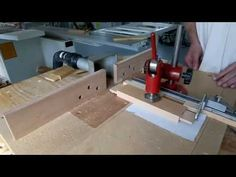 DIY MDF Router table with sliding table (Complete video) Hand Router, Router Jig, Woodworking Saws, Carpentry, Sliding Table, Diy Table Top, Router Table, Sled, Wood Crafts