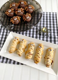 Monster cookies, mummy dogs, and spider brownies, oh my! Get frightfully fun recipe inspiration for your Halloween celebration. Halloween Crafts For Kids, Dog Halloween, Holidays Halloween, Halloween Treats, Halloween Party, Mummy Dogs, Halloween Celebration, Pillsbury, Treat Yourself