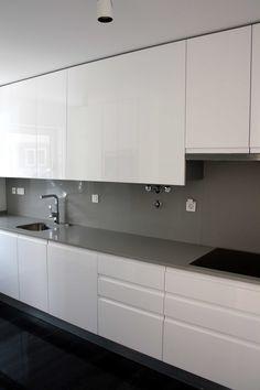 Casa na Amora Modern Kitchen Interiors, Luxury Kitchen Design, Kitchen Room Design, Modern Kitchen Cabinets, Contemporary Kitchen Design, Kitchen Cabinet Design, Home Decor Kitchen, Kitchen Living, Interior Design Kitchen
