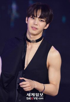 Hongbin Vixx Chained Up, the show first win