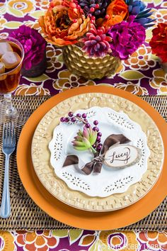 Create a place setting that's even more succulent than the turkey with wild flowers, metallic accents and gorgeous pops of color!