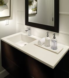The Petra Counter-Sink 1 bowl is seamlessly integrated in a counter that can be customized to several lengths with varying depths and deck heights. Bowl can be positioned in the center or offset to the right or left.Available with single or double bowl.
