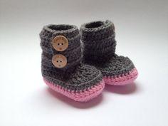 Crochet baby booties great babyshower gift Free door DutchDivaKollum, $18.30