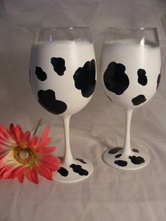 cow print wine glasses can be personalized by DelightfulFinds Christmas Gift You Can Make, Handmade Christmas Gifts, Christmas Diy, Cow Spots, Cow Decor, Hand Painted Wine Glasses, Diy Resin Crafts, Cow Print, Cow Kitchen