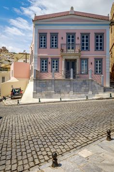 Syros Island Greece Amazing Architecture, Architecture Design, Syros Greece, Neoclassical Architecture, Greece Islands, Villa, Ancient Greece, Future House, Beautiful Pictures