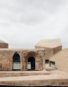 Beautiful integration of old and new. Ribera del Duero Headquarters / Estudio Barozzi Veiga