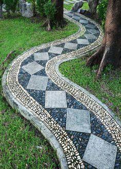 Beautiful Garden Paths Made of Natural Stone #garden