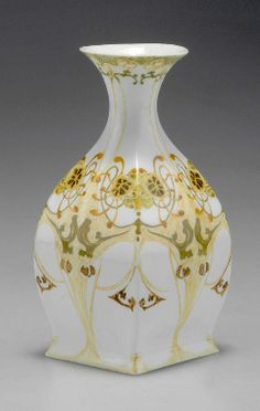Rozenburg. Vase 1902. H. 12.7 cm. So-called 'egg-shell porcelain', painting in yellow, green and brown by Roelof Sterken.