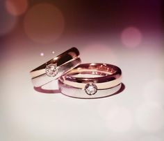 Wedding rings in rose gold 750 and white gold each with a diamond