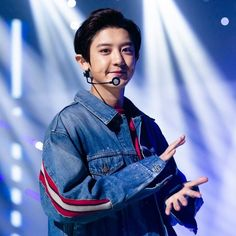 "Chan.Yeol'sbae di Instagram ""What is the time in your city right now? It's 1pm here. . . . . Sometimes he's like a baby, sometimes he's like a daddy. Park Chanyeol is…"""