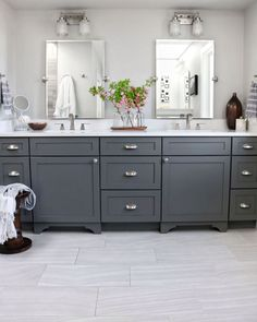 3 Grey And White Bathroom Ideas Small Baths Interior Design Small White Bathrooms, Small Bathroom Interior, Gray And White Bathroom, Baths Interior, Mold In Bathroom, White Bathroom Tiles, Bathroom Plans, Grey Bathrooms, Bathroom Small