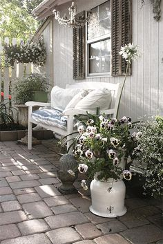 *Re-purposed bench and flower pot...so pretty... love the chandelier!