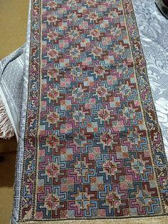 Cross Stitches, Bohemian Rug, Fabrics, Diy, Carpet, Punto De Cruz, Dots, Embroidery, Tejidos