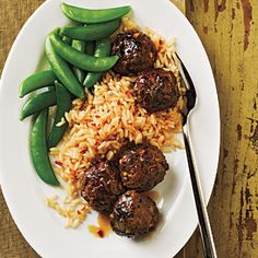 Sesame Soy Meatballs - Serve these garlicky, spicy meatballs with steamed sugar snap peas and two cups cooked rice tossed with 1 tablespoon chile paste. Healthy Recipes On A Budget, Cooking On A Budget, Budget Meals, Meatball Recipes, Beef Recipes, Cooking Recipes, Cooking Tips, Plats Weight Watchers, Weight Watchers Meals