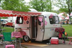 Cute little scamp Scamp Camper, Tiny Camper, Camper Caravan, Retro Campers, Vintage Campers, Camper Van, Trailer Park, Scamp Trailer, Tiny Trailers