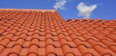 Vai mexer no telhado? Conheça modelos de telhas e as diferenças de material