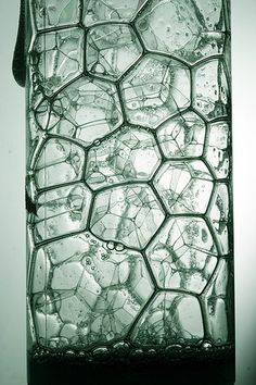 """buggerygrips: """"Let me tell you about my favourite shape (it's normal to have a favourite shape okay), hexagons. Along with squares and equilateral triangles, regular hexagons fit together so that. Patterns In Nature, Textures Patterns, Natural Structures, Organic Shapes, Fractals, Glass Art, Contemporary Art, Bubbles, Illustration"""