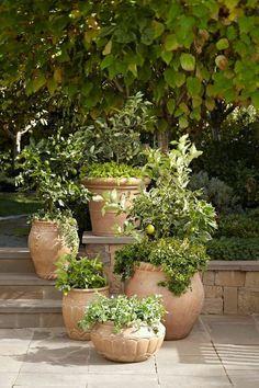 Hinterhof Garten blumen 23 The best Tuscan garden ideas - unusual decors, # unusual # best # decors Tuscan Garden, Italian Garden, Mediterranean Garden, Garden Cottage, Tuscan House, Herb Garden, Provence Garden, Small Garden Pots, Italian Patio