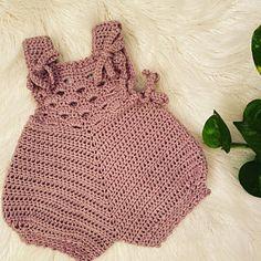 Crochet Baby Cardigan Free Pattern, Baby Romper Pattern, Newborn Crochet Patterns, Crochet Romper, Baby Girl Crochet, Crochet Baby Clothes, Crochet For Kids, Baby Patterns, Crochet Baby Outfits