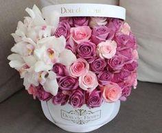 ideas flowers boquette box roses for 2020 Beautiful Rose Flowers, Beautiful Flower Arrangements, Amazing Flowers, Pink Flowers, Floral Arrangements, Beautiful Flowers, Flower Box Gift, Flower Boxes, Bouquet Box