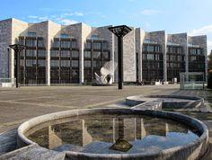 Arne Jacobsen: Das Mainzer Rathaus (1974); Foto: Julia Zinnbauer #concrete #architecture #arnejacobsen #danishdesign