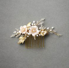 BESPOKE-for-Marcella_pearl-bridal-hair-comb-with-blush-flowers-1