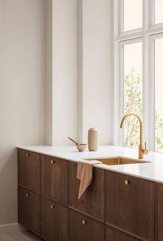 Kitchen Interior, Kitchen Decor, Küchen Design, House Design, Minimal Kitchen Design, Resurface Countertops, Interior Styling, Interior Design, Wooden Cabinets