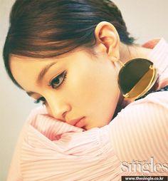 LEE HI    Singles Magazine