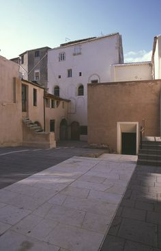 The Bottari Block courtyard is in the most stratified part of the island of Ortigia, the Greek heart of Syracuse, an ancient Corinthian colony. Latina, The Buttress, Building Facade, Corinthian, Pavement, Pathways, Athens, Colonial, Restoration