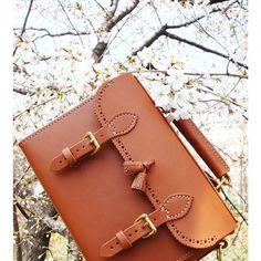 Tassel shoulder bag (No.1)  #handmade #leathercraft #leathers #leatheritem…