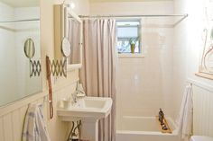 Need on of those small wall mirrors Old Bathtub, Clean Bathtub, Bath Tube, Bathtub Shower Combo, Small Wall Mirrors, Tub Cleaner, Bathroom Cleaning, Apartment Cleaning, Bathroom Mold