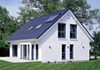 Durch die sechs Zimmer und zwei Bäder sowie den intelligenten Grundriss eignet sich das Einfamilienhaus Poststraße ideal für kinderreiche Familien. Auch die Bauweise und Energieeffizienz überzeugen.  Raumgrundfläche gesamt: 153,87 qm