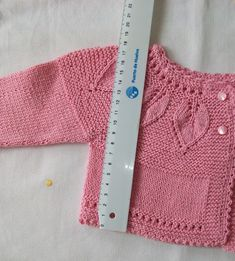 This Pin was discovered by Fat Knitting Stitches, Baby Knitting, Knitting Patterns, Crochet Patterns, Baby Girl Sweaters, Bebe Baby, Baby Cardigan, Sewing For Kids, Knit Crochet
