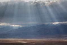 Dramatic Sunbeams in Death Valley [OC] [1600 x 1067] -Please check the website for more pics