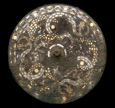 Mirror with dragons, China, Eastern Zhou dynasty, century BCE; bronze with gold and silver inlay; Chinese Dragon Art, Chinese Art, Bronze Mirror, Bronze Age, Ancient China, Ancient Art, Zhou Dynasty, Virtual Art, Fantasy Miniatures