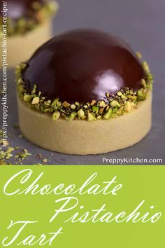 Looking for easy pistachio desserts? This chocolate pistachio tart is a decadent dessert recipe that is simply irresistible Looking for easy pistachio desserts? This chocolate pistachio tart is a decadent dessert recipe that is simply irresistible Fancy Desserts, Köstliche Desserts, Delicious Desserts, Dessert Recipes, Sweet Desserts, Plated Desserts, Fancy Chocolate Desserts, Zumbo Desserts, Chocolate Truffles