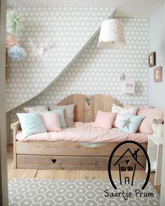 I love this natural wood bed