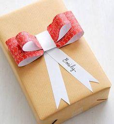Schneller Papierschmuck: Ez vom Blog Creature Comforts zeigt, wie man aus einer einzigen Vorlage Geschenkeschleifen, Anhänger, Girlanden und ...