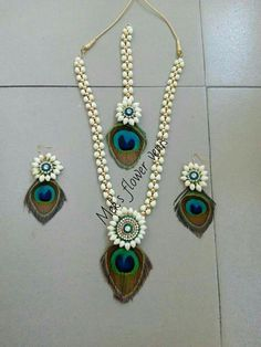 Fulfill a Wedding Tradition with Estate Bridal Jewelry Flower Jewellery For Mehndi, Flower Jewelry, Diy Jewellery, Pearl Jewelry, Jewelry Sets, Flower Garland Wedding, Holi, Flower Ornaments, Dough Ornaments