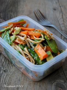 Schneller asiatischer Nudelsalat Healthy Breakfast On The Go, Vegetarian Recipes, Healthy Recipes, Veggie Delight, Food To Go, Pasta, Eat Smart, Food Diary, Soup And Salad