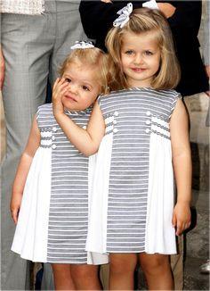 Infantas Leonor y Sofía.pretty girls in pretty dresses Source by Dresses Little Dresses, Little Girl Dresses, Pretty Dresses, Girls Dresses, Summer Dresses, Baby Girl Fashion, Kids Fashion, Dress Anak, Kids Frocks