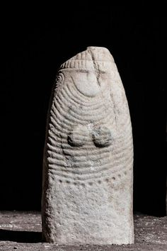 Status stele, Arco, Trento, Trentino Alto Adige a. Ancient Goddesses, Stone Statues, Buddha Statues, Art Premier, Sacred Feminine, Goddess Art, Small Sculptures, Ancient Artifacts, Sculpture Art